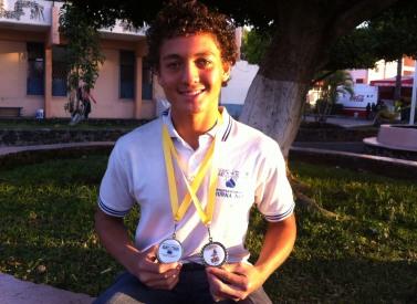 Wiliam Kovanin Castañeda Solano de 1A en Atletismo gano primer lugar en 400 mts planos y Primer Lugar en 800 mts. planos