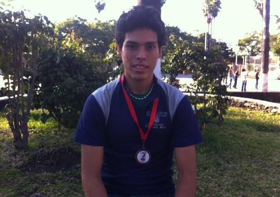 Carlos Hernandez Cervin del 2G. Tercer lugar en los 800 mts. Planos